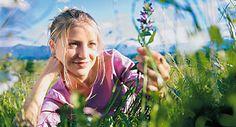 Erős menstruációt csillapító gyógynövények a pásztortáska és a palástfű Couple Photos, Paleo, Fitness, Beauty, Medicine, Chronic Illness, Medical Conditions, Herbal Medicine, Alternative Medicine