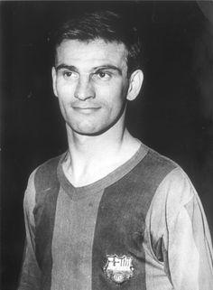 Kocsis Sándor known as 'Golden Head' due to his amazing abilities in the air… Football Icon, World Football, Soccer World, School Football, Fc Barcelona, Barcelona Players, Barcelona Futbol Club, Good Soccer Players, Football Players