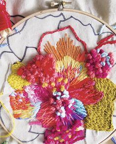 En Expolana & Hecho a Mano se impartirán entretenidos talleres de manualidades en los que se podrá aprender a hacer bordado creativo, platos ilustrados o macetas colgantes. Son gratis y para, máximo, 15 personas. Diy Party Crafts, Diy Crafts For Gifts, Craft Party, Floral Embroidery, Cross Stitch Embroidery, Hand Embroidery, Embroidered Flowers, Embroidered Clothes, Floral Fabric