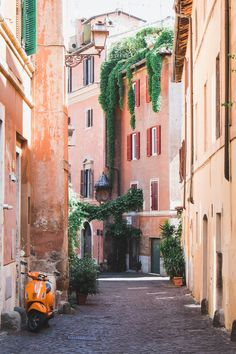 Rome might be known for its busy landmarks and – but even in the more crowded corners, there are secrets to be found. On Piazza di Spagna,… Top 10 Destinations, Best Holiday Destinations, Best Holiday Places, Rome Photography, Holidays In May, Colonial Mansion, Going On Holiday, White Sand Beach, Mediterranean Style
