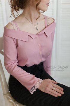 hermosa blusa - detalles Cute Blouses, Blouses For Women, Classy Outfits, Casual Outfits, Hijab Fashion, Fashion Dresses, Hijab Stile, Iranian Women Fashion, Stylish Dress Designs