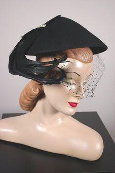 Pagoda black 1950s hat with veil coque feathers trim rhinestones
