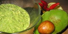 Using guacamole as a dip can get over-rated. We've come up with some fun ways on how you can eat guacamole. These are easy guacamole recipes worth trying. Easy Meals For Kids, Kids Meals, My Favorite Food, Favorite Recipes, Creamy Avocado Dressing, Guacamole Recipe Easy, Avocado Mask, Salsa Picante, Paleo Diet