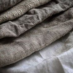 Made in Italy significa qualità? Non sempre: ecco perchè – Con cosa lo metto? White Fabric Texture, Fabric Textures, Textiles, Grain Sack, Linens And Lace, Antique Lace, Color Of Life, Rustic Charm, Natural Texture