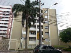 OTIMÓVEIS ALUGA Ref.AP0156 - APARTAMENTO COM 107 M2 ÙTEIS, 3 DORMITÒRIOS E DUAS VAGAS DE GARAGEM INDIVIDUAIS NO CHAMPAGNAT EM CURITIBA-PR. Bem perto da Praça 29 de Março e próximo também do Centro de Curitiba. Localizado na confluência dos bairros Mercês, Apartamento com face norte contendo 3 dormitórios sendo uma suíte, sala para 2 ambientes, cozinha, área de serviço, sacada.  Valor de Locação: R$ 1.700,00 agende sua visita e acesse…