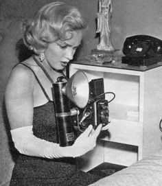 Marilyn Monroe with a Rolleiflex, June Later on that night she celebrated Charles Coburn's birthday with Ronald Reagan and Nancy. Marylin Monroe, Fotos Marilyn Monroe, Gentlemen Prefer Blondes, Jane Russell, Joe Dimaggio, Viejo Hollywood, Old Hollywood, Hollywood Style, Hollywood Icons