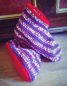 New wide fitting design in these great patriotic colours... Booties, slippersocks.