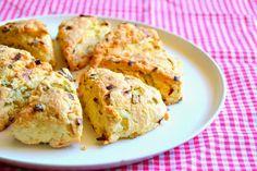 S vášní pro jídlo: Sýrové scones s jarní cibulkou