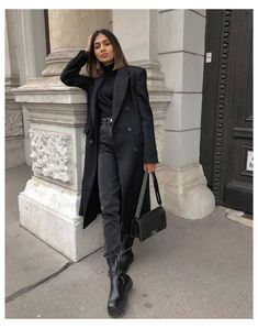 Winter Coat Outfits, Winter Fashion Outfits, Black Turtleneck Outfit Winter, Dog Fashion, Winter Coats, Daily Fashion, Black Jacket Outfit, Long Boots Outfit, Mode Ootd