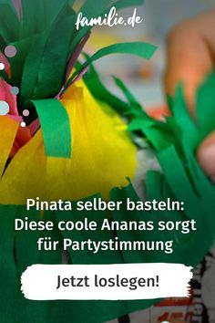 Eine Pinata im angesagten Ananas-Look selber basteln geht mit unserer Anleitung ganz leicht. Und macht mindestens genauso viel Spaß, wie das anschließende Plündern. Wie ihr den sommerlichen Partyhit Step by Step gestaltet und was es rund um die Pinata zu beachten gilt. #pinata #selbermachen #selbstgemacht #feiern #geburtstagsfeier #party #unterhaltung #süßigkeiten #diy #schrittfürschritt #tutorial #anleitung #basteln #vereintimchaos #abwechslung #lebenmitkindern #ananas Simple Stories, Party Silvester, Pineapple, Mood, Balloons, Round Round