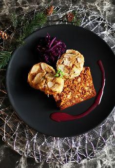 Muss ein Braten immer aus Fleisch sein? Mit diesem Post gelangst du zu diesem vegetarischen Festtagsessen. Vegetarian Roast, Roasted Walnuts, Cauliflower, Vegetables, Post, Vegetarian Main Course, Meat, German Christmas Food, Vegetarian Christmas Dinner