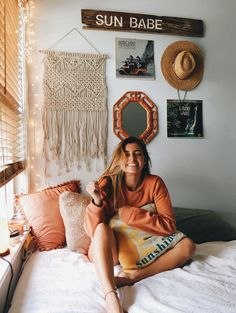 Loving these cute dorm rooms and dorm decor ideas! If you need ideas for cute dorm rooms, here are tons of cute dorm room decor ideas that will give you inspiration! These chic and cute dorm room ideas are affordable and perfect for a student budget. Dream Rooms, Dream Bedroom, My New Room, My Room, Cute Dorm Rooms, Beach Dorm Rooms, Dorm Rooms Girls, Teenage Beach Bedroom, Teen Beach Room