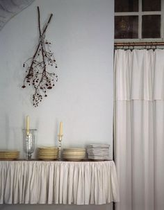 5 Quick Fixes: Dried Foliage as Decor : Remodelista Cottage Hallway, Branch Decor, Interior Design Inspiration, Curtain Inspiration, Fine Dining, Ideal Home, Decoration, Home Decor, Natural Interior