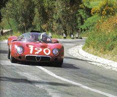 Qui lo vediamo con l'Alfa 33 alla Targa '67 che corse in coppia con Baghetti e dove fu costretto al ritiro.
