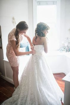 Kaitlin Leigh Wedding photography getting ready shots maid of honor bride picture