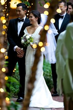 Love this shot of the couple with the twinkling lights - photos by David Wittig Photography | junebugweddings.com