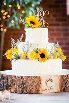 Sunflower Wedding Cake with Wood Tree Slice Wedding Cake Base mountain wedding fall, mountain wedding decor, mountain themed wedding, mountain wedding colors, Wedding Cake Base, Wedding Cake Stands, Wedding Cake Rustic, Fall Wedding Cakes, Rustic Cake, Our Wedding, Dream Wedding, Rustic Wood, Trendy Wedding