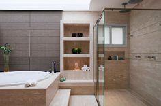 """Mais que """"limpinhos"""", banheiros se transformam em vedetes da casa"""
