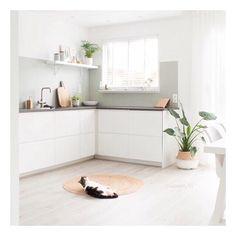 Zooo lekker van het weer genieten!! Maar zoals altijd vind je gewoon elke dag (om 7 uur 's ochtends trouwens😜) minstens één nieuwe blogpost op homecrush.nl. Yay, genoeg interieur inspiratie!! Zoals de nieuwste blogpost van blogger @keeelly91 , ze laat het eindresultaat van de verbouwing zien. Moohooi!😄💛 #zoekdepoes #interieur #inspiratie #woonbloggers #interior4all #interior123 #homedecor #homecrush_