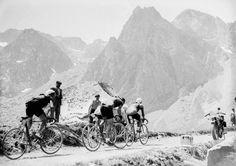 Historic Black and White images of Tour de France | MONOVISIONS