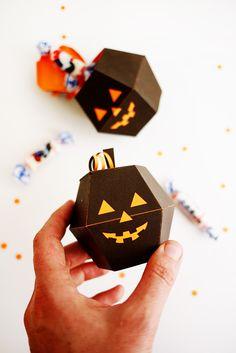 Cajitas imprimibles #Halloweeniscoming // Printable Spooky Pumpkin Boxes | Oh Happy Day!