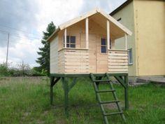 Drewniany domek dla dzieci na nogach altanka
