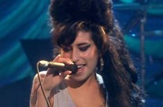 Amy Winehouse - Valerie - Live HD I loved her. It is so sad she passed. She could have sung me to sleep every night. Music Clips, Music Tv, Music Lyrics, Sound Of Music, Music Is Life, Good Music, Amy Winehouse Valerie Lyrics, Amy Winehouse Music, Amy Winehouse Documentary