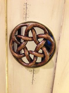 Turkse knoop in het deurtje geplaatst.