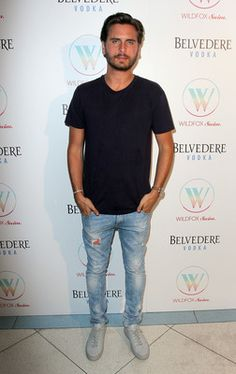 Scott Disick Photos - TV personality Scott Disick attends the Wildfox Swim Cruise 2014 show at Soho Beach House on July 2013 in Miami Beach, Florida. - MBFW Swim: Backstage at Wildfox Basic Outfits, Boy Outfits, Tyga Style, Scott Disick Style, Lord Disick, Preppy Style, Style Men, Guy Style, Denim Style