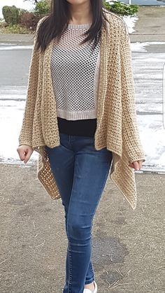 This is pattern of V-Stitch Seamless Drape Front Cardigan. Designed to be completely seamless, this cardigan is very flattering on all figures. Based on a very simple design, it is fast and easy to make.