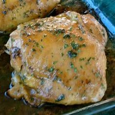 Easy Garlic Broiled Chicken (substitute ghee and coconut aminos, add cayenne and a little balsamic vinegar) Broiled Chicken Thighs, Garlic Chicken, Turbo Broiler Recipes, Gluten Free Chicken, Balsamic Vinegar, Homemade Food, Soy Sauce, Main Dishes, Chicken Recipes