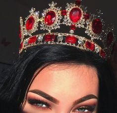 girl, crown, and makeup image Beauty Makeup, Eye Makeup, Royal Jewels, Red Aesthetic, Crown Aesthetic, Tiaras And Crowns, Royal Tiaras, Style Vintage, Girly Things