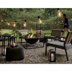 40 Best Inspiring Backyard Fire Pit Design ----------------------------------------- Yeaah, Backyard again! Which you guys waited some backyard ideas? This gonna be excited topics. Now the topic is Fire Pit. Diy Fire Pit, Fire Pit Backyard, Backyard Patio, Backyard Landscaping, Outdoor Fire Pits, Gravel Patio, Pergola Patio, Landscaping Design, Fire Pit Gazebo