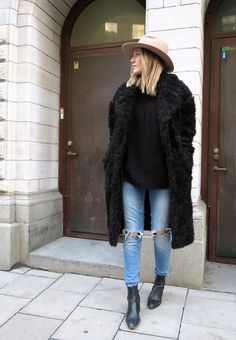 //Black + denim #autumn #fashion #street style #accessories   Cute winter outfits, cute outfits for winter, street style, edgy, fur coat, all black  <3 @benitathediva