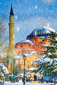 Ayasofya under the Snowstorm #istanbul #snow #snowstorm #hagiasophia Kar fırtınası altında muhteşem Ayasofya Camii Vardan yok eden, yokdan var eden Yar... - Ayhan ÇAKAR - Google+