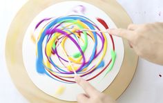 L'action art per bambini, ovvero Jackson Pollock completamente rivisitato Diy Lazy Susan, Jackson Pollock, Process Art, Craft Activities For Kids, Art Classroom, Art Lessons, Mini Albums, Spinning, Art For Kids
