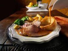 The perfect potatoes How to make the ultimate Sunday roast - Gravy tips for Traditional british roast dinner English Roast, English Food, English Recipes, Hp Sauce, Roast Beef Dinner, Pork Roast, Sunday Roast Dinner Recipes, Roast Menu, Sunday Dinners
