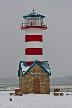 Snowy day at the Grafton, Illinois, lighthouse, located along the Mississippi river. Grafton is the oldest city in Jersey County, Illinois. It is located near the confluence of the Illinois and Mississippi Rivers. Mississippi, Grafton Illinois, Lighthouse Lighting, Lighthouse Pictures, Beacon Of Light, Water Tower, Beautiful Places, River, Lights