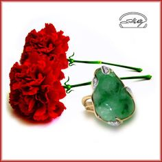 Ring: jade & diamonds in jellow & white gold 18kt