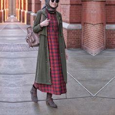 """2,579 Beğenme, 85 Yorum - Instagram'da ELİF DOĞAN (@elifd0gan): """"Yine rahat, yine giy-çık, yine şık, yine @esrakeskindemir ✌️Bordo piti elbise ( incelemek icin…"""""""