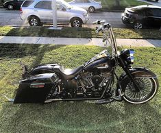 "Credit to : @dave_thespot ===================== Follow & Tag ""HD Tourers and Baggers"" on Instagram Facebook Twitter & across the Web. ===================== #hdtourersandbaggers  ===================== #instamotogallery #instamoto #motorcycles #harleydavidson #roadkingclassic #roadking #roadglide #streetglide #softail #showoffmyharley #harleysofinstagram #harleylife #bikelife #bikersofinstagra #bikestagram  #harleyrider #harleyriders #customharley #throttlezone #harleydavidsonnation…"