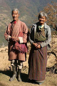 Los kos son las batas que visten al hombre en Bhután. El rango social muchas veces se refleja en lolargo del ko.
