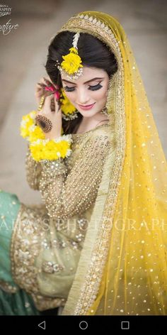 Weddings On A Budget, How To Plan And Manage With A Small Amount Of Money. Bridal Mehndi Dresses, Pakistani Bridal Makeup, Pakistani Wedding Outfits, Bridal Outfits, Bridal Lehenga, Indian Bridal, Pakistani Mehndi Dress, Mehndi Outfit, Bridal Makeover