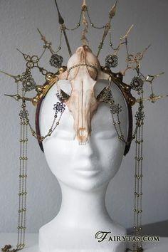 Steampunk skull headpiece by Fairytas on Etsy, & Larp, Diy Costumes, Halloween Costumes, Halloween 2015, Steampunk Accessoires, Diy Crown, Cosplay Diy, Circlet, Jolie Photo