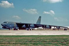A USAF Boeing Stratofortress sits on the base ramp. B52 Bomber, Bomber Plane, Air Force Bases, Us Air Force, Military Jets, Military Aircraft, Us Bombers, Strategic Air Command, B 52 Stratofortress