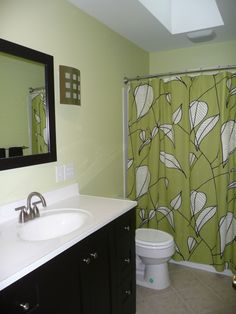 black and green bathroom---- not a fan of that particular curtain but I like this color scheme.