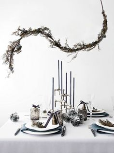 54 Easy DIY New Years Eve Party Decor Ideas. New Years Eve is a time for going out with the old and in with the new. The party symbolizes new beginnings so start off the year with a bang with some fun. New Years Eve Table Setting, New Year Table, Party Table Decorations, New Years Decorations, New Year's Eve 2019, Nye Party, Elmo Party, Mickey Party, Dinosaur Party
