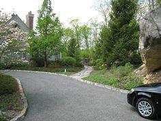 Driveways and Curbing | LandscapeAdvisor