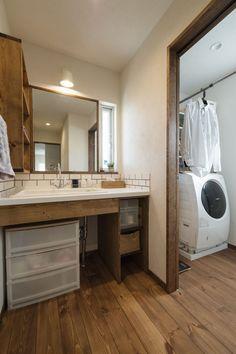 大きな鏡がポイントの独立型洗面台  #洗面 #アイジースタイルハウス #igstylehouse