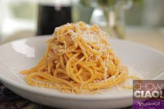 Meatless, fast, easy, delicious, and unique.  Try this SPAGHETTI with ROMESCO SAUCE from @Fabio Glez-Calzada Viviani!   Full Episode: http://yhoo.it/19gScyv Text Recipe: http://yhoo.it/19dpyhN